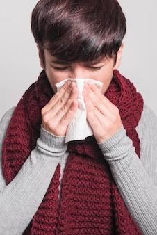 Retrato, de, mulher, tendo, resfriado, e, tosse