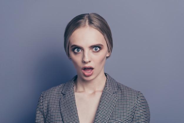 Retrato de mulher vestindo terno