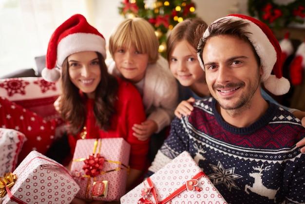 Retrato de natal de uma família amorosa