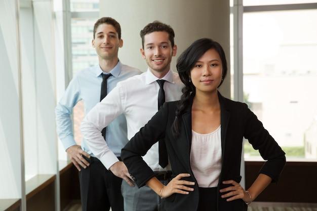 Retrato de negócios pessoas no escritório 1