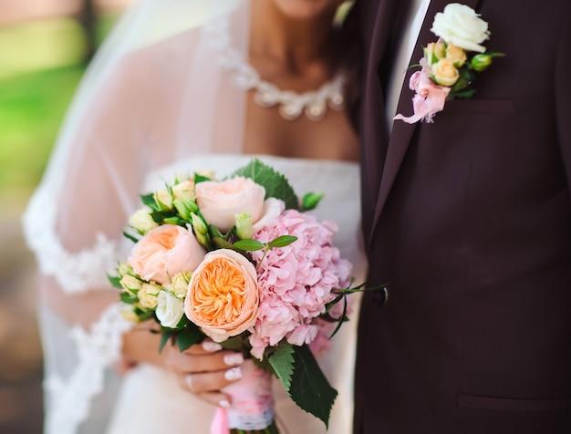 Retrato de noiva e noivo.