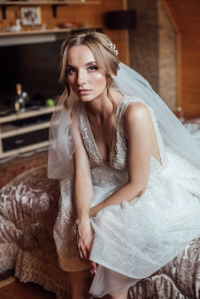 Retrato de noiva linda. vestido de casamento. decoração de casamento