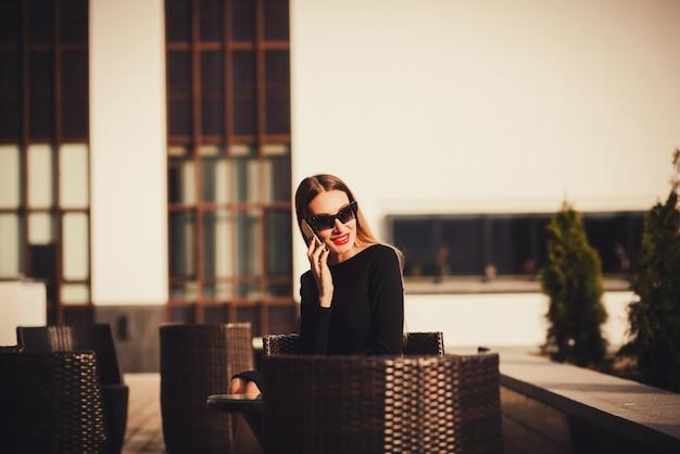 Retrato, de, ocupado, vendas, mulher negócio
