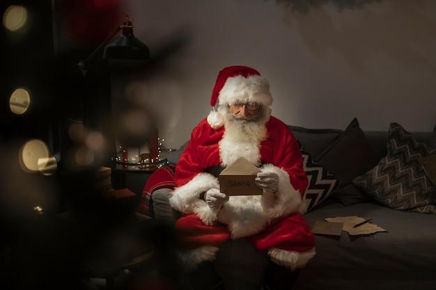 Retrato, de, papai noel, leitura, carta natal