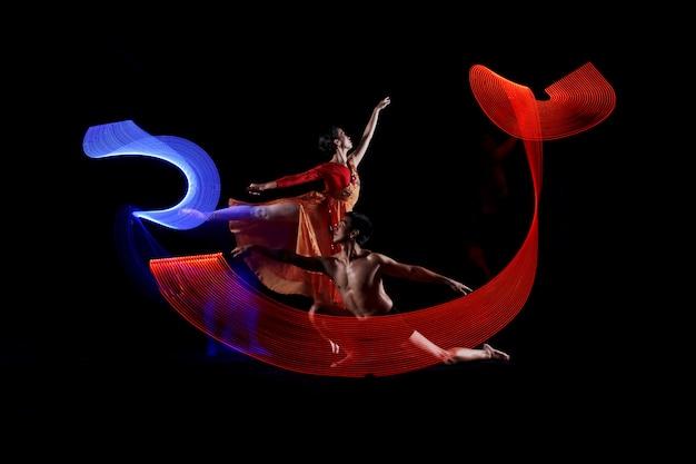 Retrato, de, par, balé dança, com, movimento, ilumina efeito