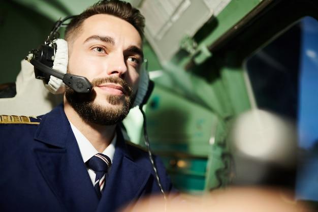 Retrato de piloto bonito