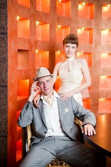 Retrato de recém-casados no interior