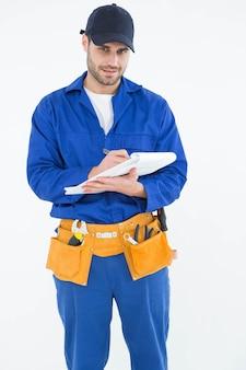 Retrato de reparador escrevendo no documento