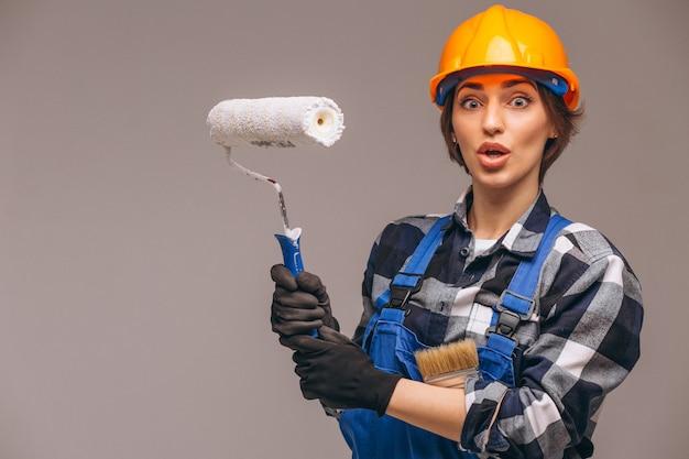 Retrato, de, reparador, mulher, com, rolo pintura, isolado