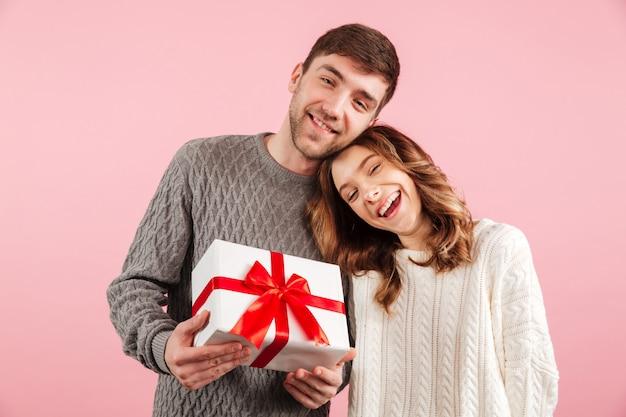 Retrato de rir casal apaixonado