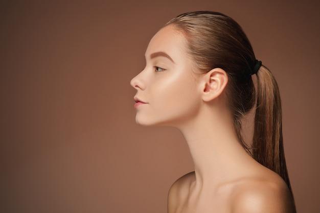 Retrato de rosto de mulher bonita close-up