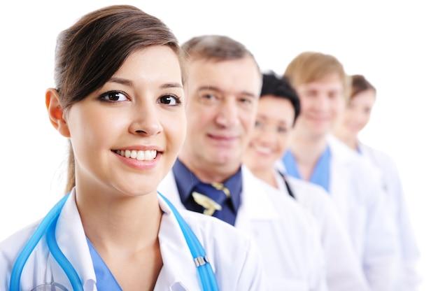 Retrato de rostos alegres de médico rindo fazendo fila