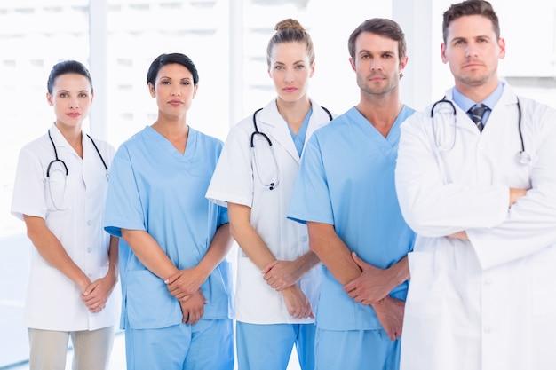 Retrato, de, sério, confiante, grupo, de, doutores