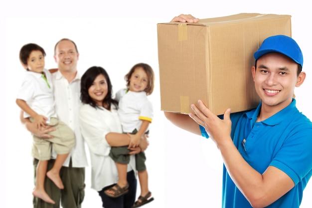 Retrato de serviços profissionais de entrega para sua família. conceito de mudança de casa