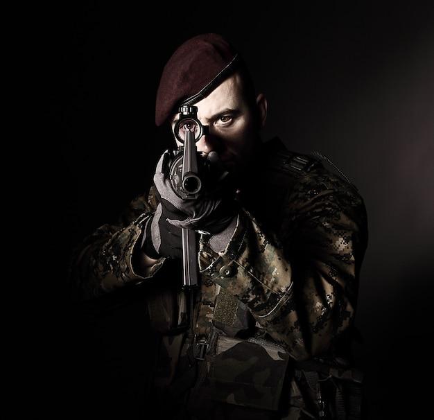 Retrato de soldado pára-quedista