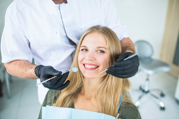 Retrato, de, sorrindo, femininas, paciente, durante, oral, cheque cima