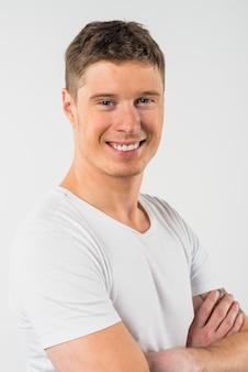 Retrato, de, sorrindo, homem jovem, isolado, branco, fundo