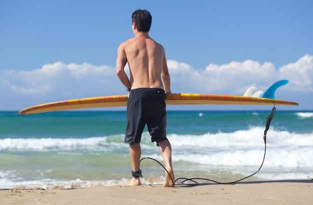 Retrato, de, surfista, com, longboard