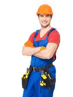 Retrato de trabalhador manual sorridente com ferramentas isoladas na parede branca