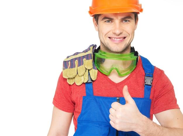 Retrato de trabalhador sorridente com sinal de positivo isolado no branco