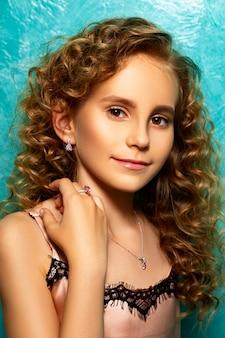 Retrato de um adolescente publicidade jóias