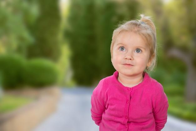 Retrato, de, um, adorável, menininha
