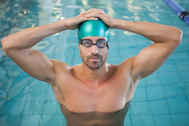 Retrato, de, um, ajuste, nadador, em, a, piscina, em, lazer, centro