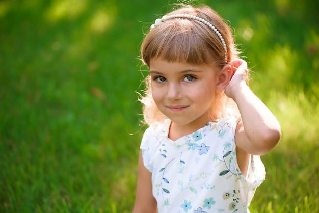 Retrato, de, um, bonito, jovem, menininha
