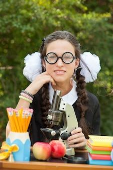 Retrato, de, um, bonito, jovem, schoolgirl, sentando, em, um, escrivaninha