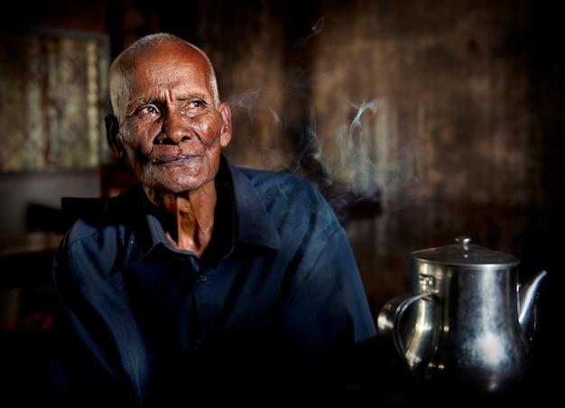 Retrato, de, um, cambojano sênior, homem