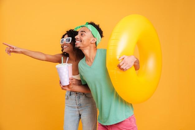 Retrato de um casal africano happyyoung