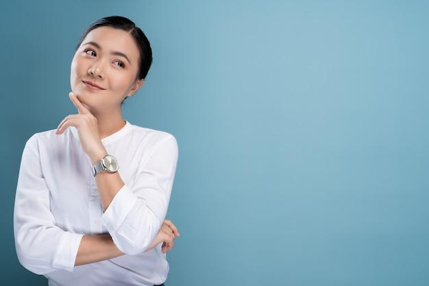 Retrato, de, um, confiante, posição mulher