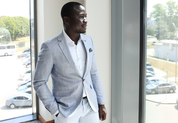 Retrato de um empresário africano bem-sucedido e confiante