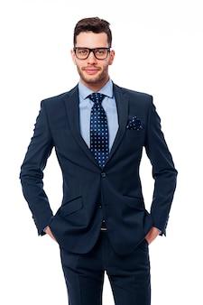 Retrato de um empresário bonitão com óculos