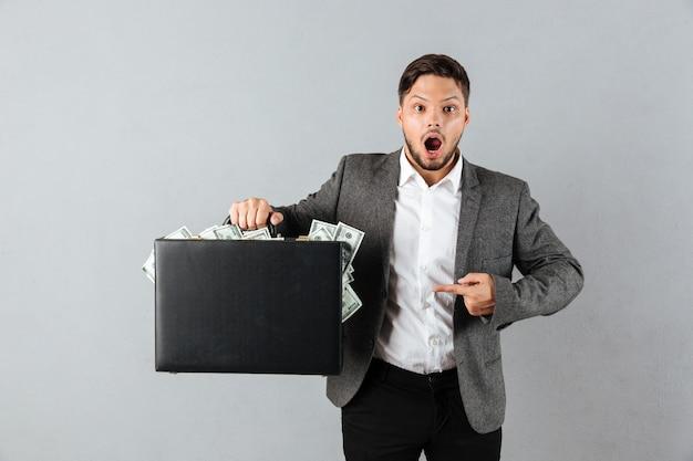 Retrato de um empresário surpreso