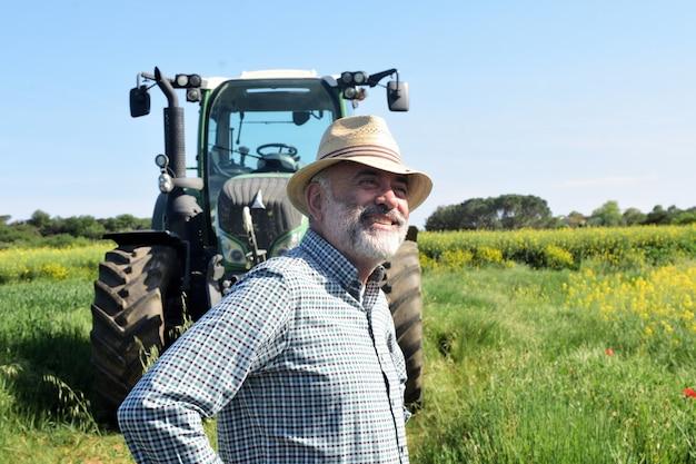 Retrato de um fazendeiro no campo