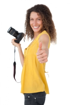 Retrato, de, um, femininas, fotógrafo, gesticule, polegares cima
