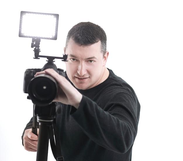 Retrato de um fotógrafo de sucesso isolado no branco