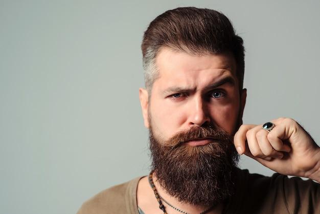 Retrato de um homem barbudo