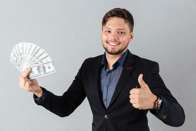 Retrato de um homem de negócios alegre