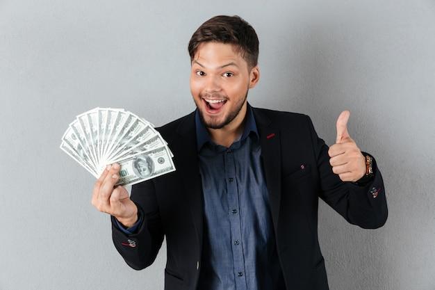Retrato de um homem de negócios feliz