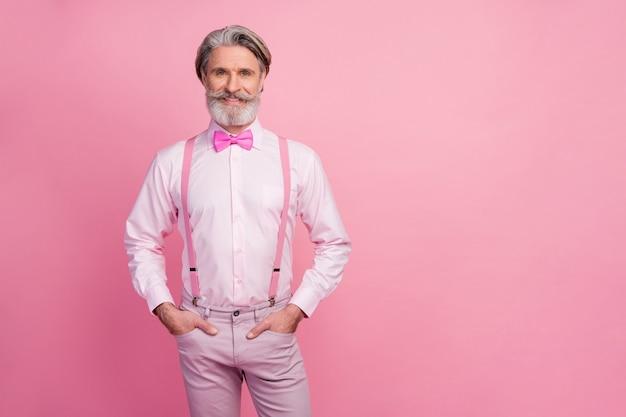 Retrato de um homem elegante imponente e bem vestido