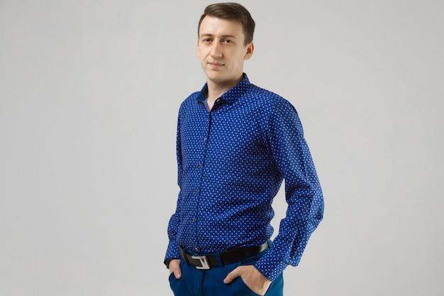 Retrato de um homem em roupa de negócios