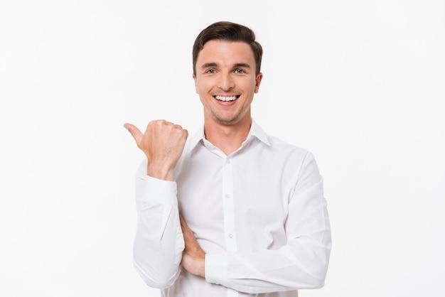 Retrato de um homem em uma camisa branca