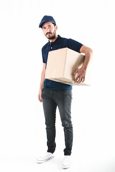 Retrato, de, um, homem entrega, com, pacote