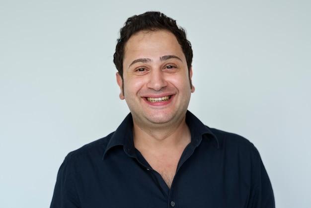 Retrato de um homem feliz do oriente médio