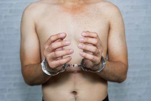 Retrato, de, um, homem, prisioneiro, com, algema