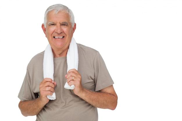 Retrato, de, um, homem sênior, com, toalha