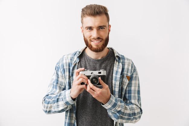 Retrato de um jovem barbudo confiante