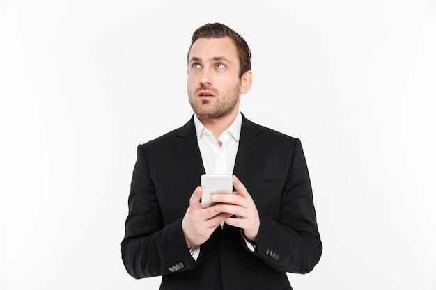 Retrato de um jovem empresário animado
